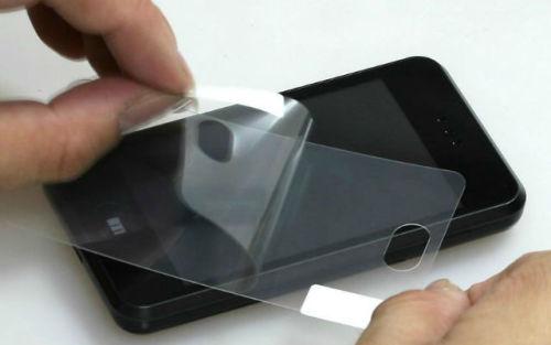 как наклеить защитную пленку на экран телефона